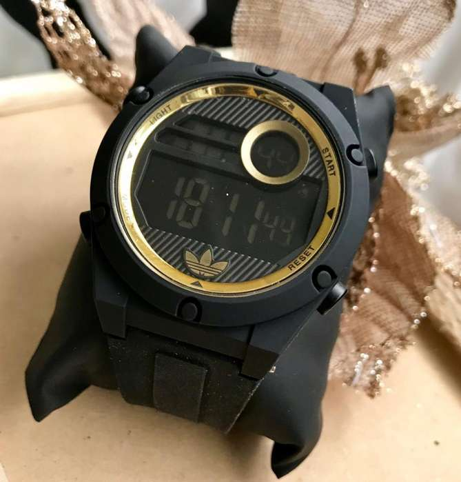 44517490c383 Modernos y Elegantes Reloj Adidas para Hombre y Mujer Pulso de CIlicona  Caratula Redonda