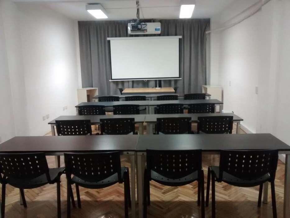 Salas completamente equipadas con todos los servicios para cursos, reuniones y ¡mucho más!