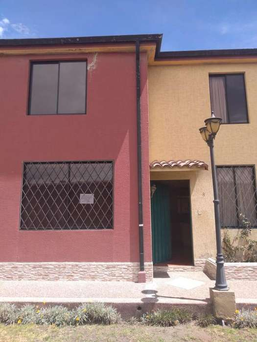 Alquilo bonita casa en Quito 5 dormitorios, amplia