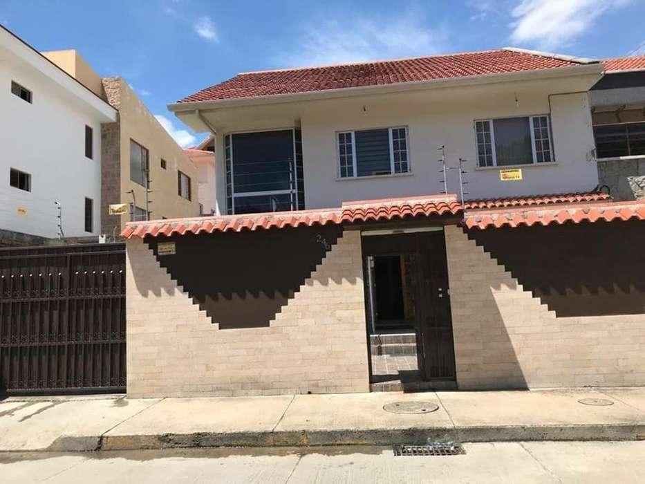 Venta de Casa en Sector Residencial de la ciudad de Cuenca, cerca del Colegio de Ingenieros.