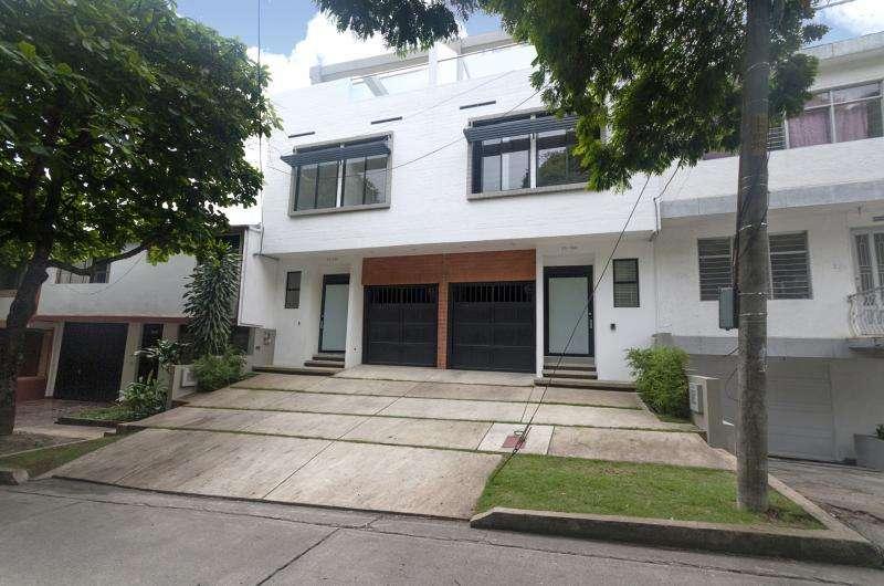 Casa En Venta En Cali Santa Mónica Residencial Cod. VBKWC-10403149
