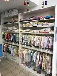 Vendo Fondo de comercio – local de Ropa para bebes y niños.