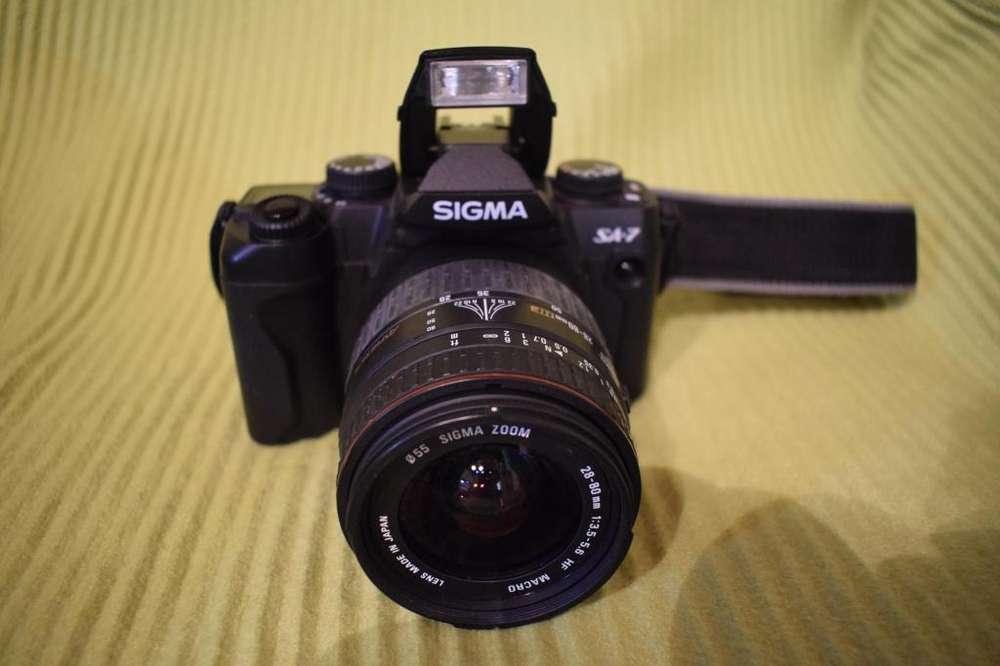 Cámara réflex 35 mm y lentes Sigma