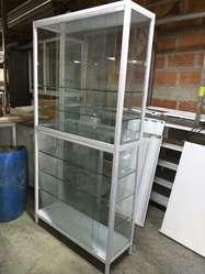 Vitrina de vidrio para negocio.
