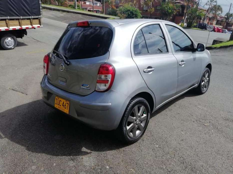 Nissan March 2013 - 86000 km