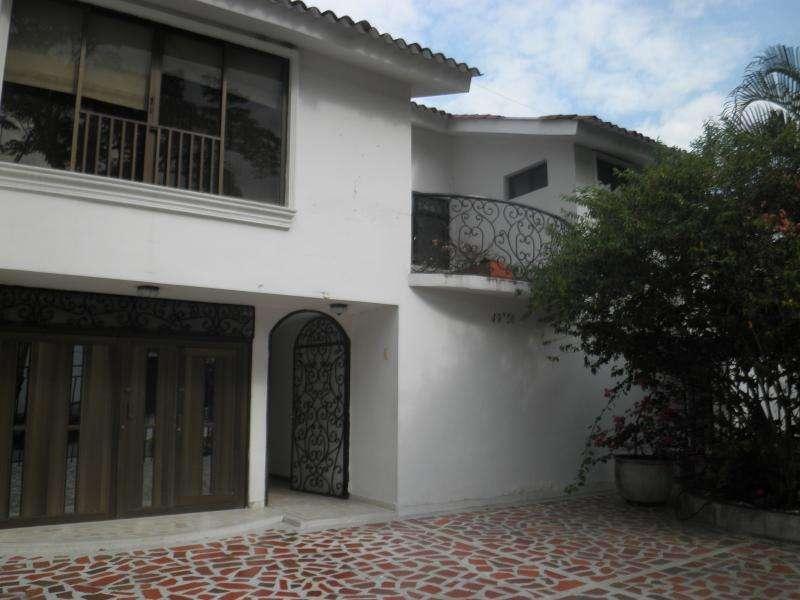 Casa En Arriendo En Cali Urbanización La Flora Cod. ABCMP1407