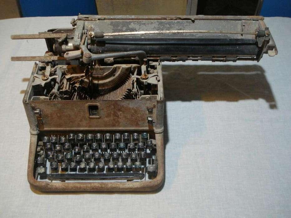 Máquina de Escribir (para Adorno viejo)
