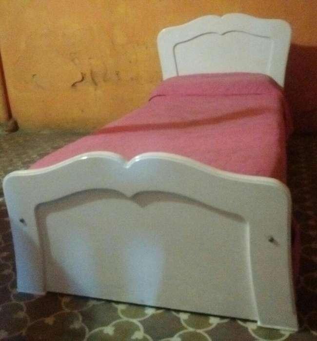 Vendo Hermosa <strong>cama</strong> De1plaza Laqueada
