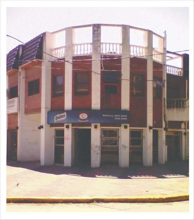 Alquiler Gran Local de 75 m2. con 2 Baños. A metros de Estación Bernal.