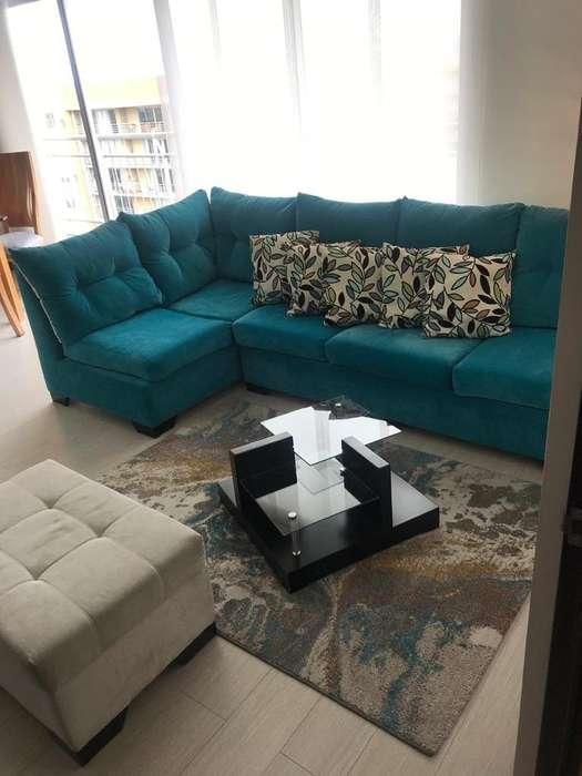 Muebles, mesa de centro, lámpara y puff