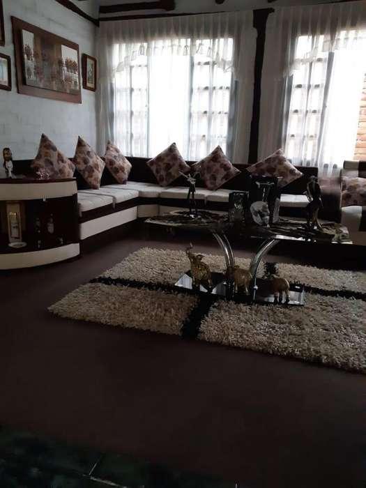 Rento casa 200mts2, 3 dormitorios, Sector Tumbaco