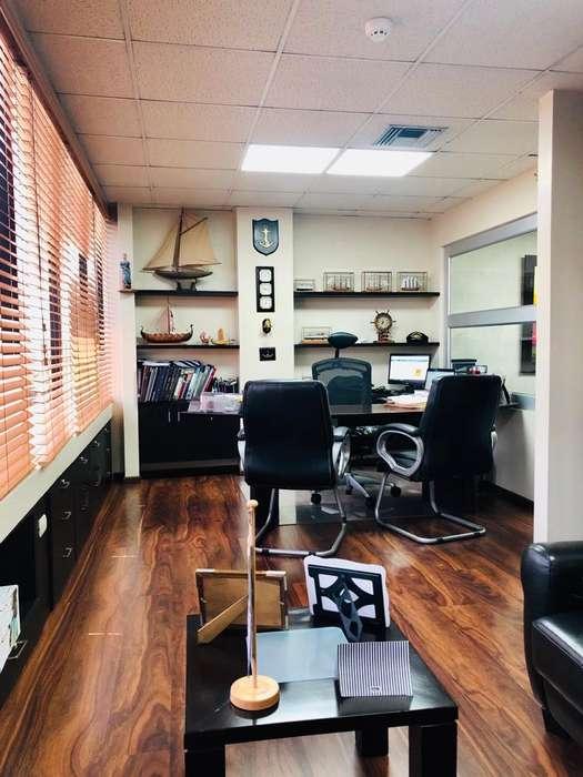 Vendo linda oficina full amoblada con parqueo en 9 de Octubre