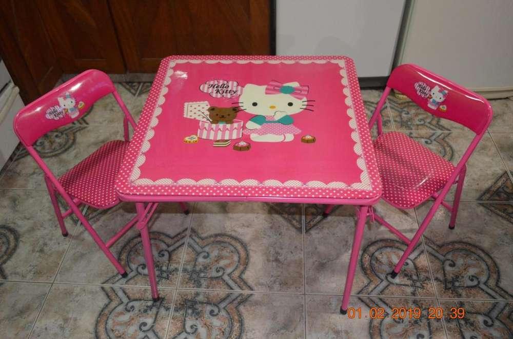 Set de mesa y sillas de caño plegables de Hello Kitty