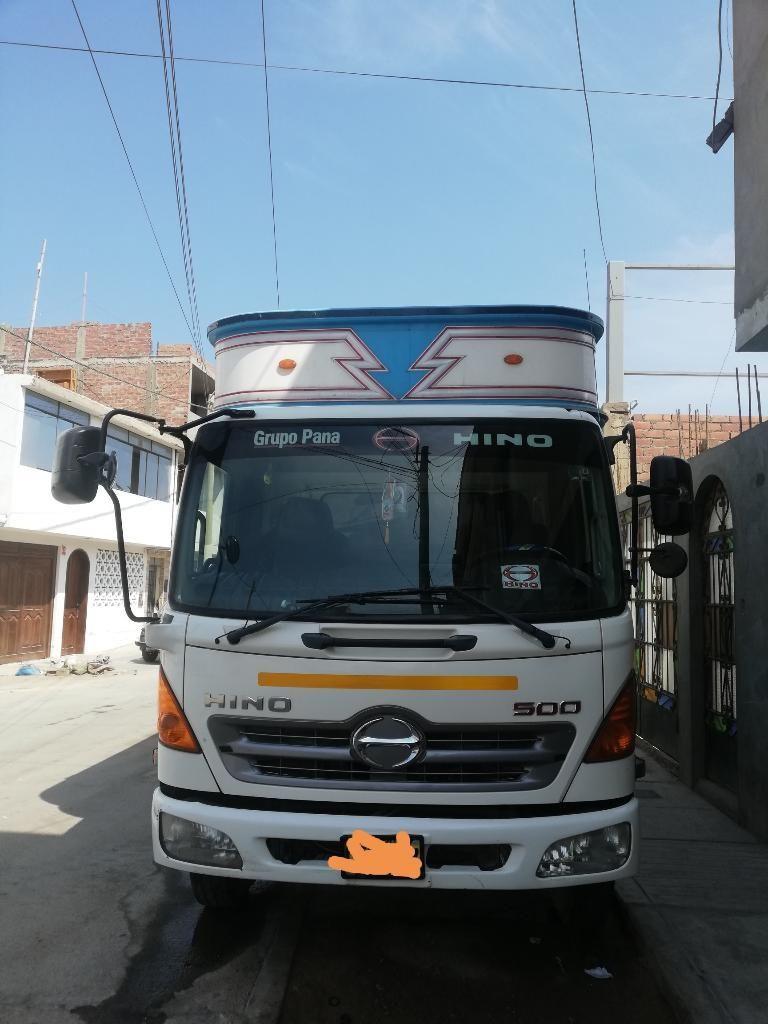 Camión Hino