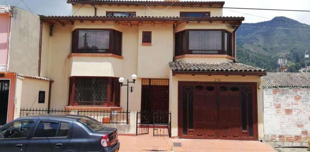 Bonita casa en Venta Independiente, c.v.1604
