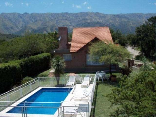 ap13 - Cabaña para 2 a 5 personas con pileta y cochera en Villa De Merlo