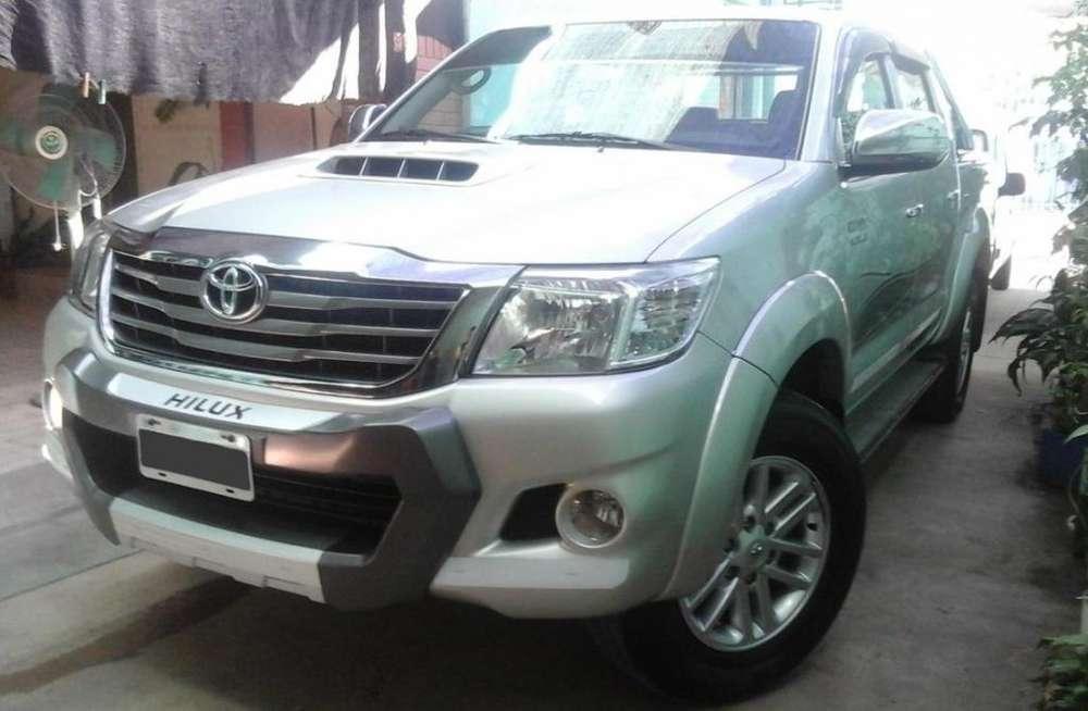 Toyota Hilux 2013 - 80000 km