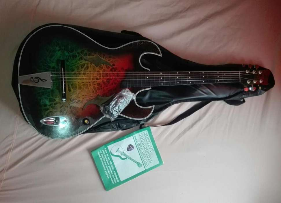 Guitarra Electroacústica, viene con cable, cuadernillo, forro y púa.