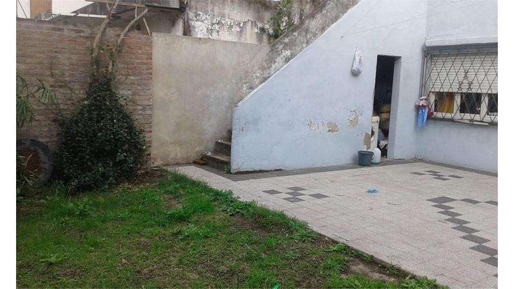 Juan Manuel De Rosas  4100 -  12.000 - Casa Alquiler