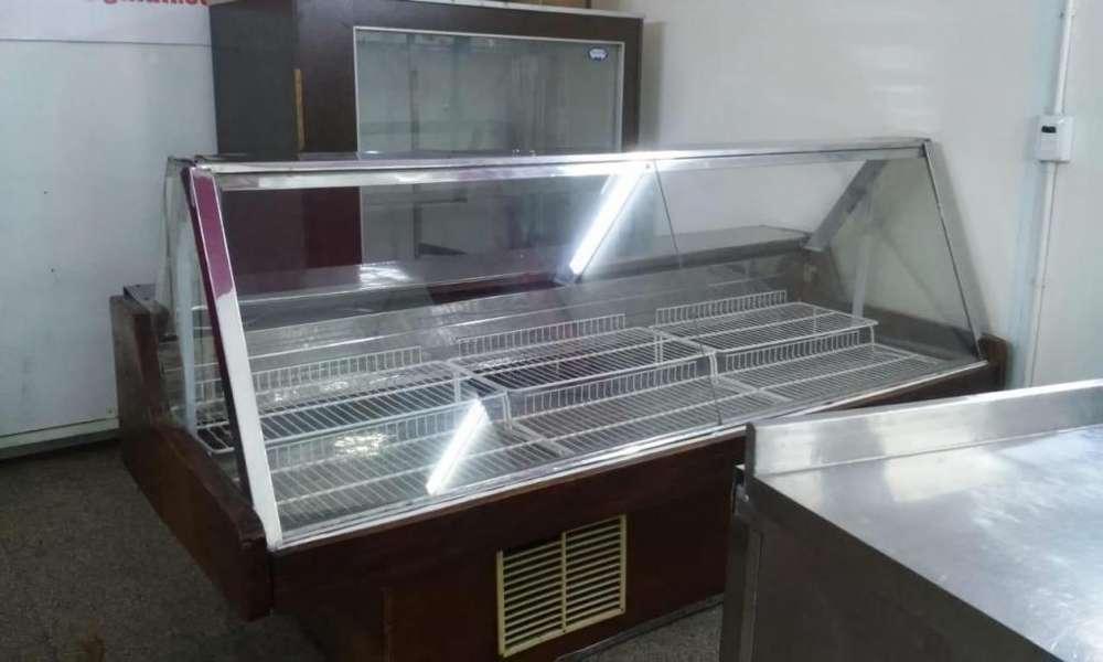 Heladera Batea 2. 40mts vidrio recto preparada para fiambres.usada con garantia.