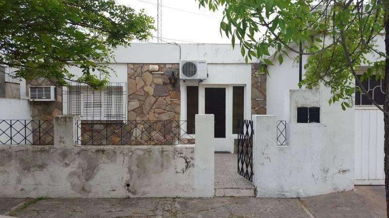 CASA EN ALQUILER EN V.CONSTITUCIÓN 3 DORMITORIOS, Y PATIO CON LAVADERO.