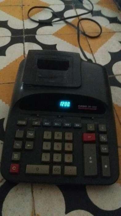 Se Vende Calculadora eléctrica EXCELENTE