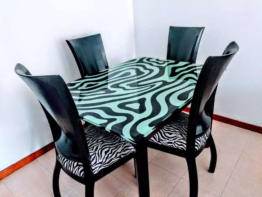 Vendo hermoso comedor estilo vintage de zebra muy fino ...