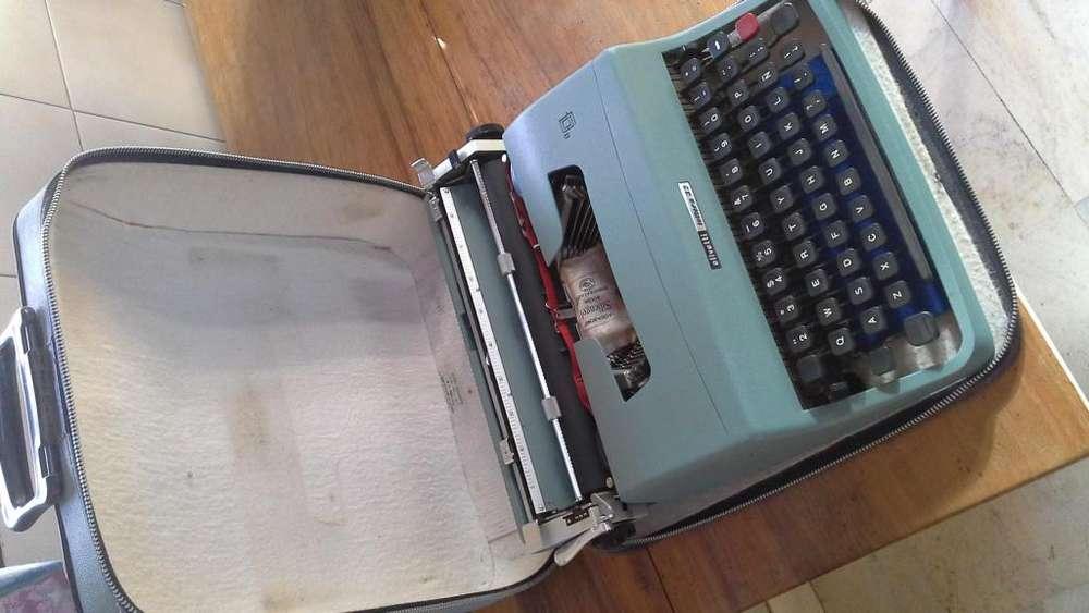 Vendo máquina de escribir Lettera seminueva.