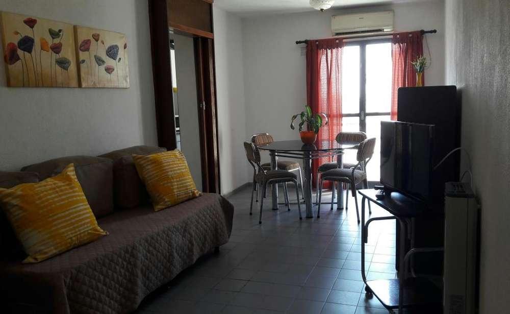Centro Luminoso departamento 2 dormitorios para 5 con balcones. Exc. ubicación Alvear y Av. Olmos