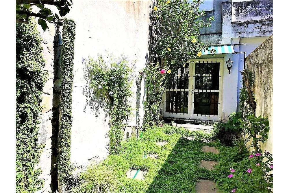 Venta PH 3 dormitorios estudio y jardín