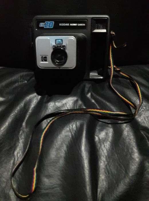 Camara Kodak Instant Camera EK 20 HERMOSA!!