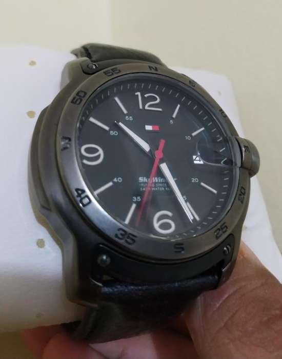 Reloj Tommy Skywinder