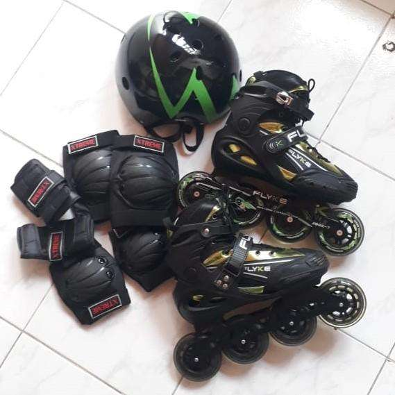 Se venden patines Flyke semiprofesionales, kit de protección y casco.