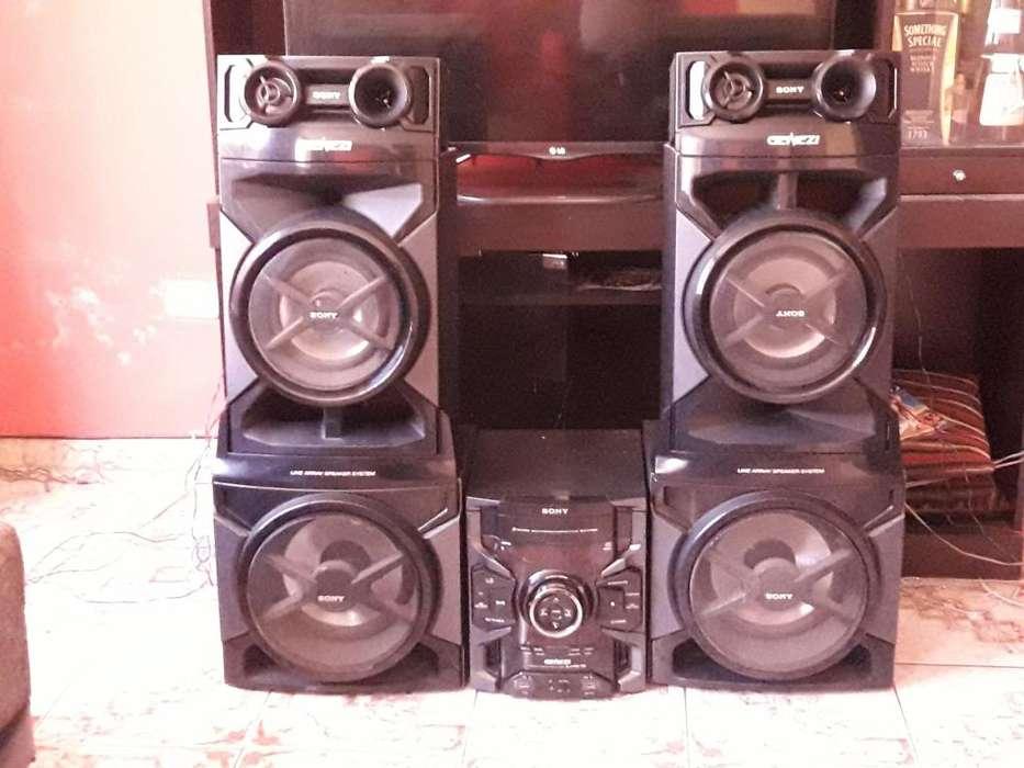 Equipo de sonido marca sony genezi MHCJetr888