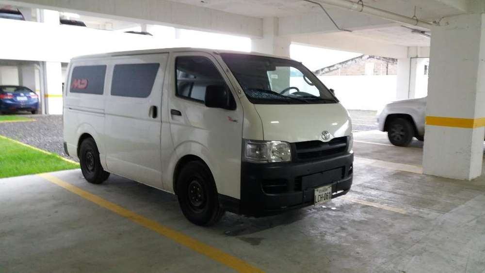 Buseta O Furgoneta Toyota Hiace Cargo