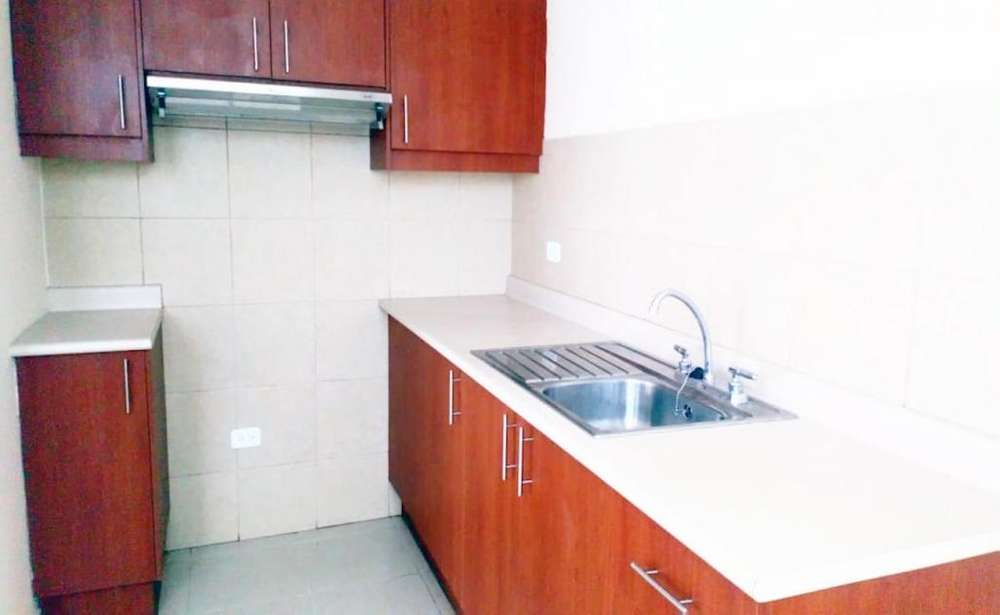 Carapungo, casa a estrenar en venta, 3 habitaciones, 2 baños y medio, 78 m2