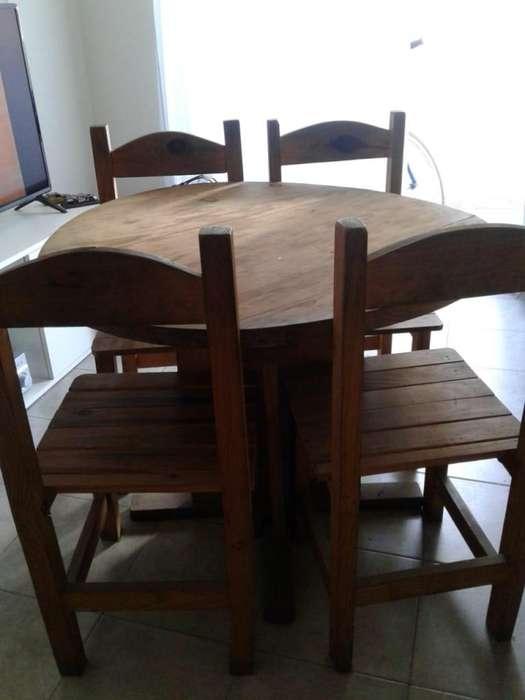 Mesa y Sillas de <strong>comedor</strong> redondo en madera