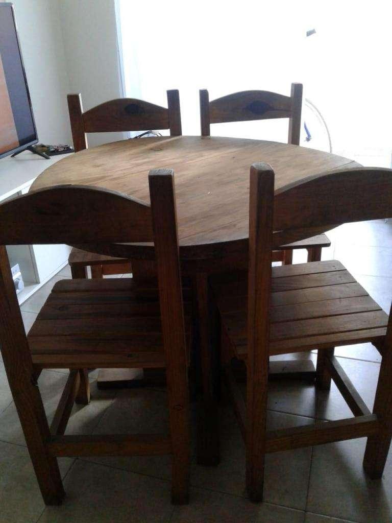 Mesa y Sillas de Comedor redondo en madera - Córdoba