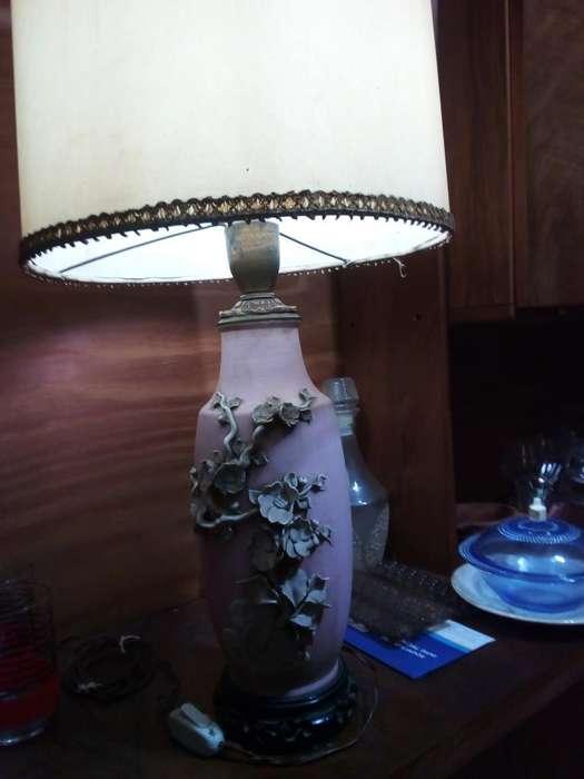 Hermosa Lámpara con Flores. Impecable