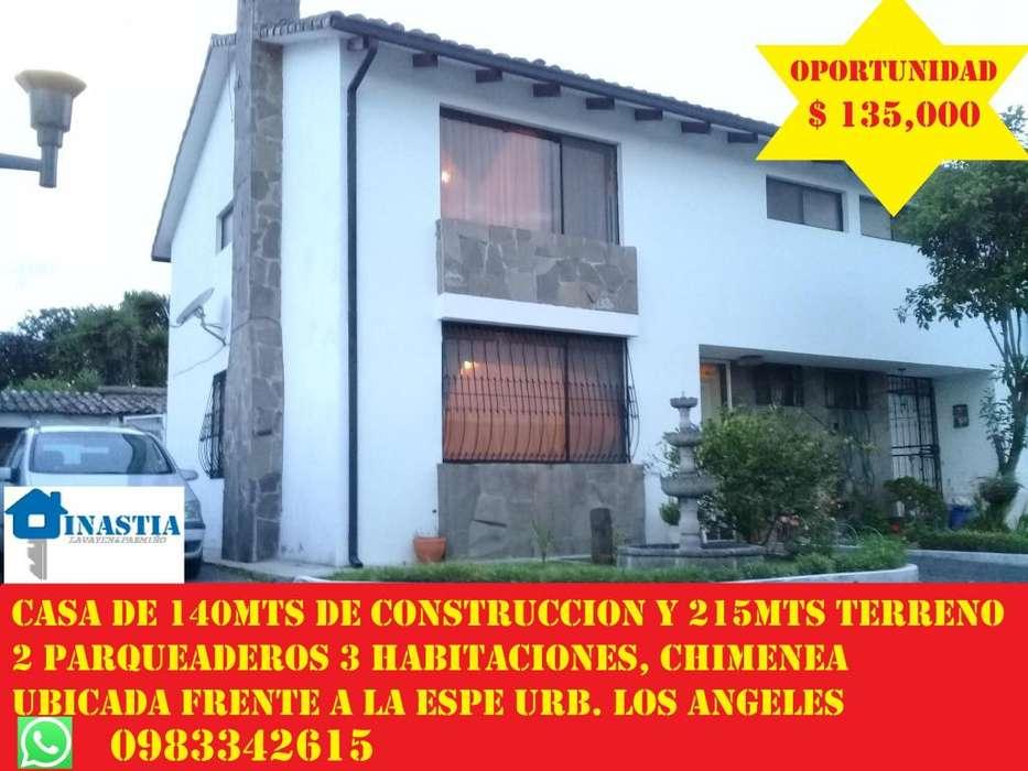 CASA DE VENTA 140MTS Y 70MTS DE PATIO 3 HABITACIONES 2 PARUQEADEROS AL FRENTE DE LA ESPE URB LOS ANGELES