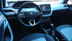Peugeot 208 allure touchscreen 2015