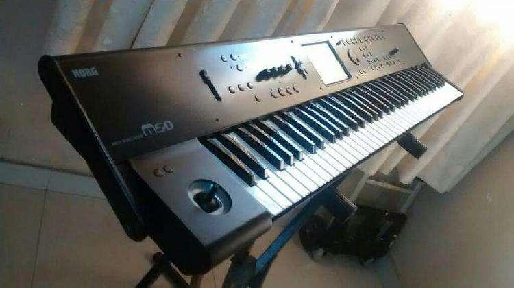 Piano Sintetizador Korg M 50 6 octavas En buen estado pedal
