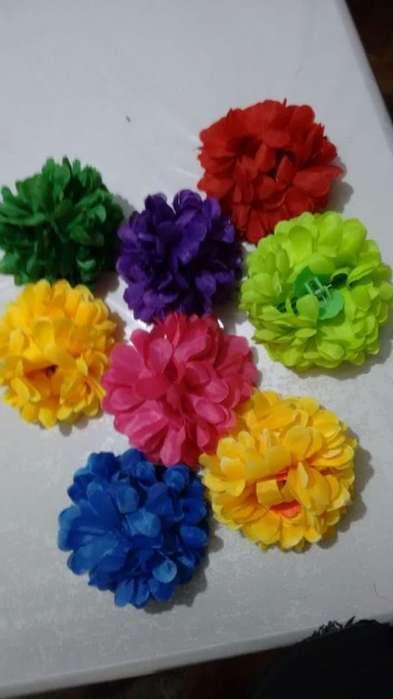 8 flores tipo broche para el pelo