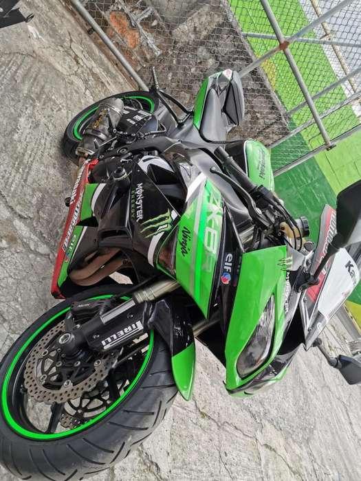 MOTO <strong>kawasaki</strong> ZX6R