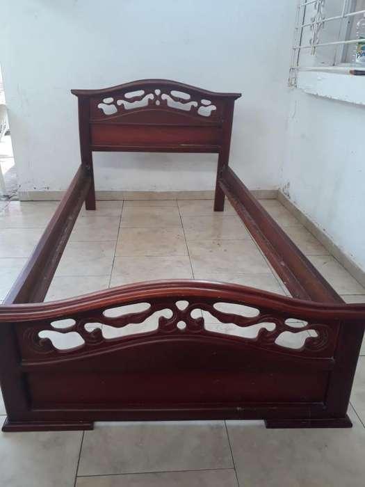 Se vende cama sencilla en roble Precio negociable