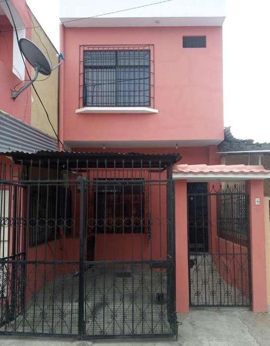 Casa de 2 Pisos - Se acepta BIESS