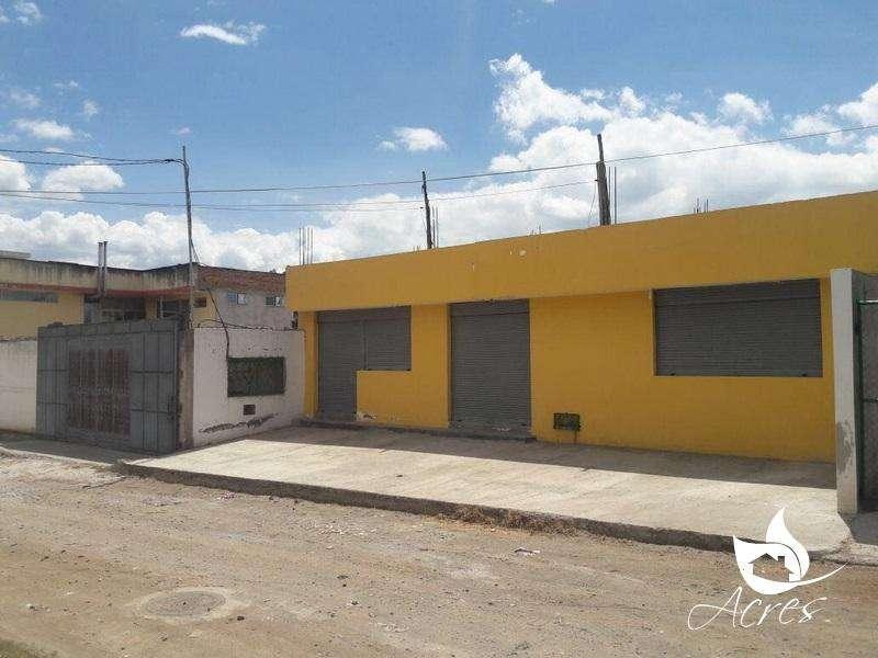 CASA CON LOCALES CAYAMBE, BARRIO 1 DE MAYO