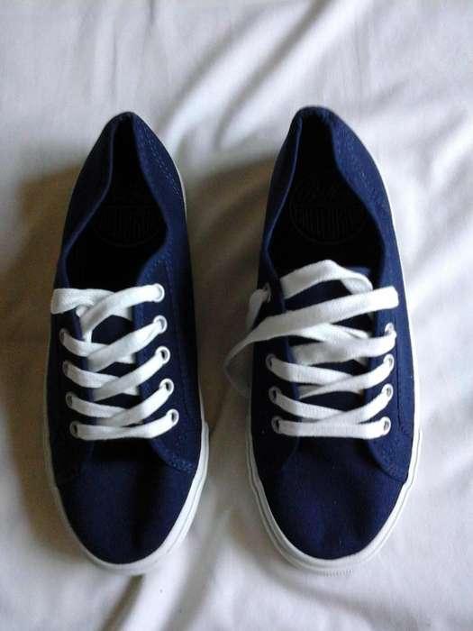 Zapatillas de Lona. Marca OLD NAVY. Nuevas!