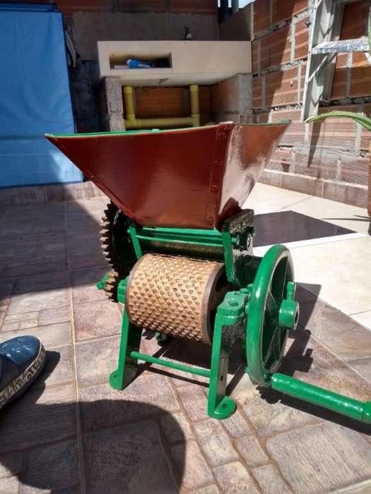 Maquina peladora de cafe antigua, marca Galico.