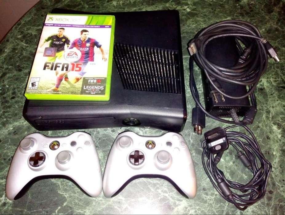 Xbox 360 Slim 4GB sin chip, 2 controles, 1 Juego, cable carga, fuente y Hdmi